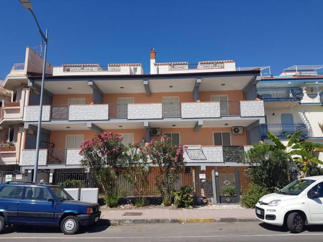 Appartamento in vendita a Santa Teresa di Riva, 4 locali, prezzo € 185.000 | CambioCasa.it
