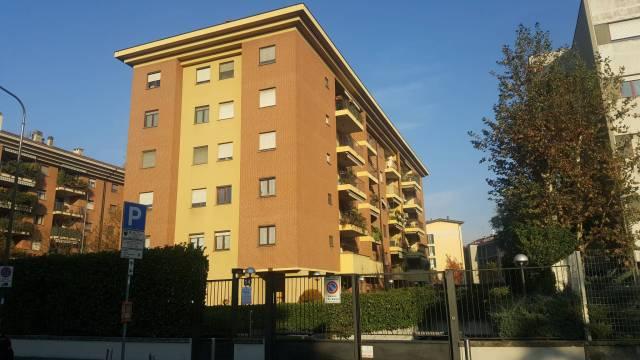 Appartamento in affitto a Milano, 3 locali, zona Zona: 14 . Lotto, Novara, San Siro, QT8 , Montestella, Rembrandt, prezzo € 1.150   CambioCasa.it