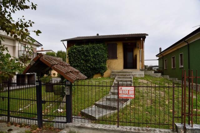 Villa in vendita a Codogno, 4 locali, prezzo € 156.000   CambioCasa.it