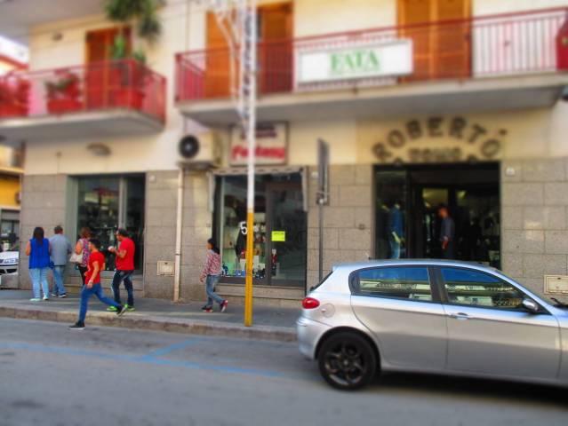 Negozio / Locale in affitto a Mercato San Severino, 1 locali, prezzo € 700 | CambioCasa.it