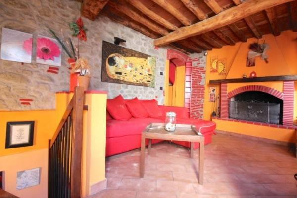 Soluzione Indipendente in affitto a Capannori, 4 locali, prezzo € 530 | CambioCasa.it