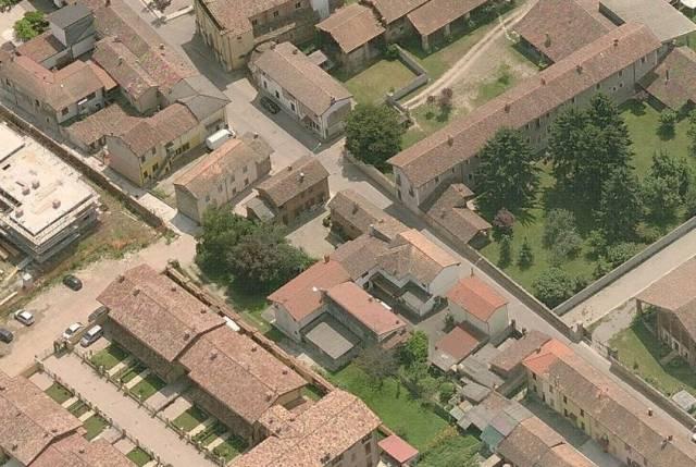 Rustico / Casale in Vendita a Certosa di Pavia