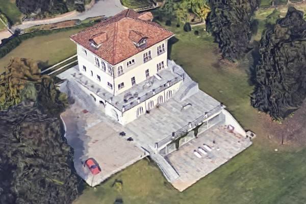 Palazzo / Stabile in Vendita a Moncalieri