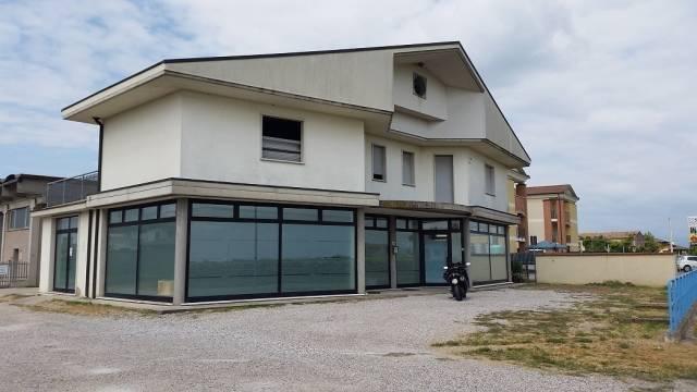 Negozio / Locale in affitto a Oppeano, 1 locali, prezzo € 780 | CambioCasa.it