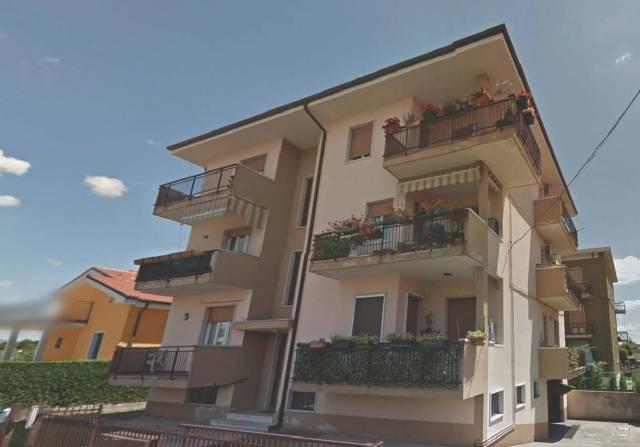 Appartamento in affitto a Bussolengo, 4 locali, prezzo € 450   CambioCasa.it