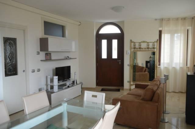 Appartamento in vendita a Montelupone, 1 locali, prezzo € 110.000 | CambioCasa.it