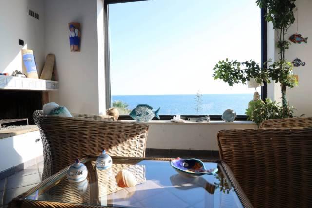 Villa in affitto a Siracusa, 4 locali, prezzo € 1.500 | CambioCasa.it
