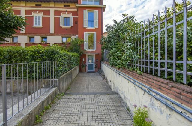 Ufficio / Studio in vendita a Pescia, 2 locali, prezzo € 75.000   CambioCasa.it