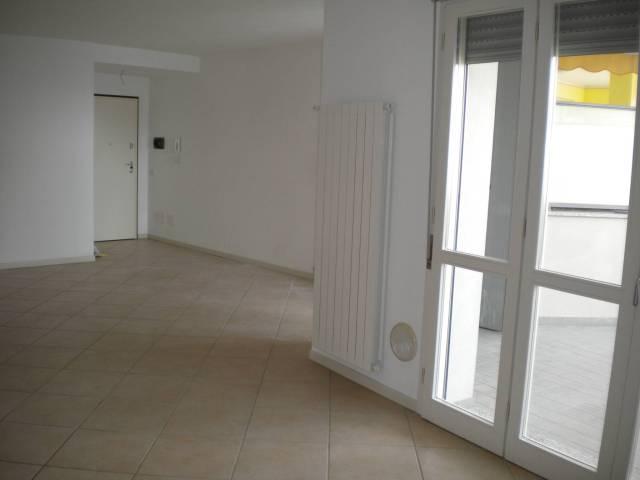 Appartamento in affitto a Verbania, 3 locali, prezzo € 650 | CambioCasa.it