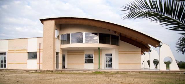 Negozio / Locale in affitto a Veglie, 2 locali, prezzo € 1.800 | CambioCasa.it