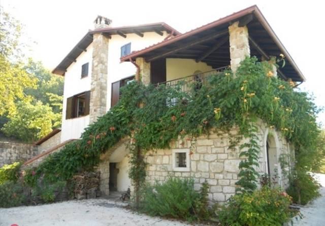 Villa in vendita a Gesualdo, 6 locali, prezzo € 159.000 | CambioCasa.it