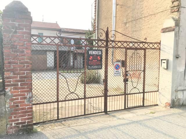 Rustico / Casale in vendita a Cerano, 6 locali, prezzo € 200.000 | CambioCasa.it