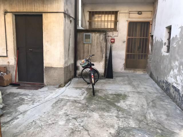 Palazzo / Stabile in vendita a Trecate, 5 locali, prezzo € 240.000 | CambioCasa.it