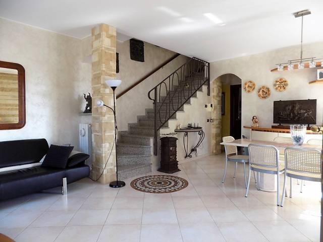 Villa in vendita a Caponago, 6 locali, prezzo € 395.000 | CambioCasa.it
