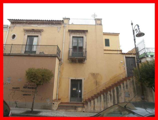 Palazzo / Stabile in Vendita a Aci Sant'Antonio