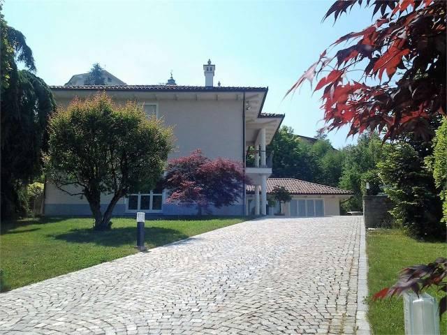 Villa in vendita a Rodello, 6 locali, Trattative riservate | CambioCasa.it