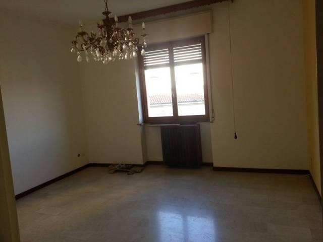 Appartamento in affitto a Caronno Pertusella, 3 locali, prezzo € 600 | CambioCasa.it