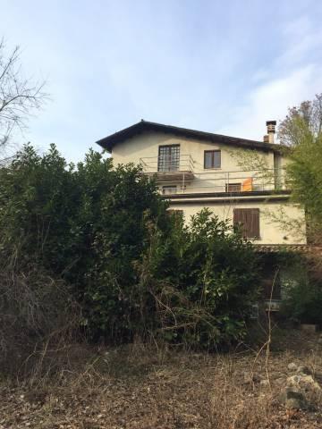 Rustico / Casale in vendita a Pianello Val Tidone, 4 locali, prezzo € 100.000 | CambioCasa.it