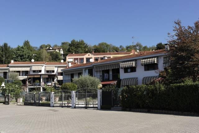 Villa in vendita a Gavirate, 4 locali, prezzo € 215.000 | CambioCasa.it