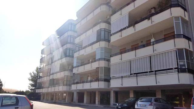 Appartamento in affitto a Bari, 4 locali, prezzo € 650 | CambioCasa.it