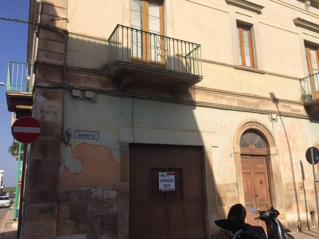 Palazzo / Stabile in Vendita a Bitetto