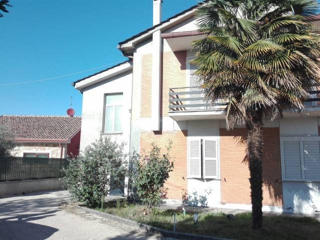 Villa in vendita a Frosinone, 5 locali, prezzo € 200.000   CambioCasa.it