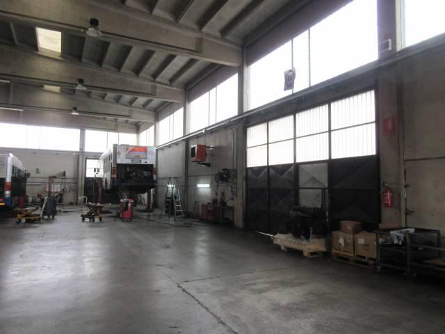 Magazzino in affitto a Collegno, 6 locali, Trattative riservate | CambioCasa.it
