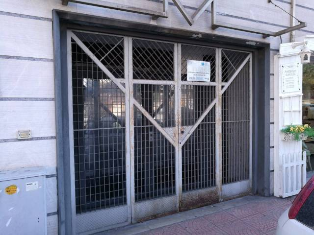 Negozio / Locale in vendita a Taranto, 6 locali, prezzo € 220.000 | CambioCasa.it
