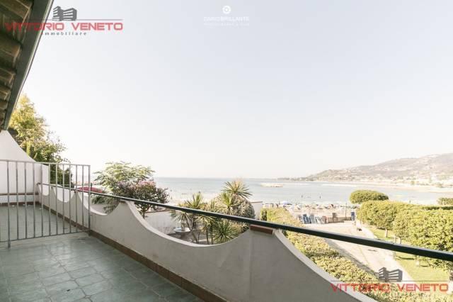 Appartamento in vendita a Agropoli, 2 locali, prezzo € 300.000 | CambioCasa.it