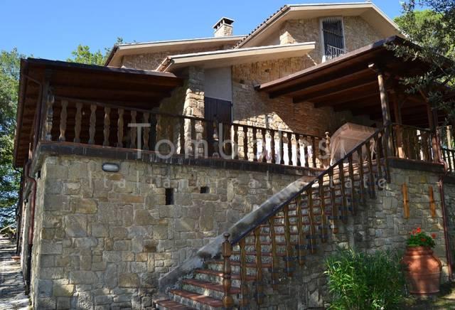 Villa in Vendita a Pergola