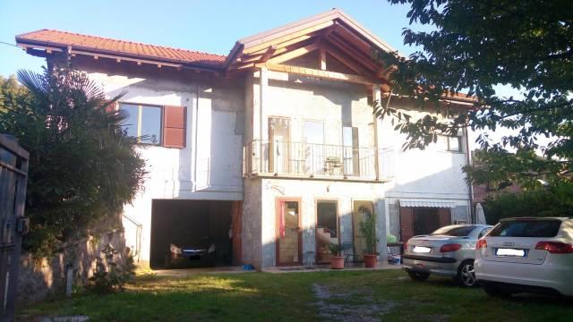 Villa in vendita a Viggiù, 5 locali, prezzo € 260.000 | CambioCasa.it