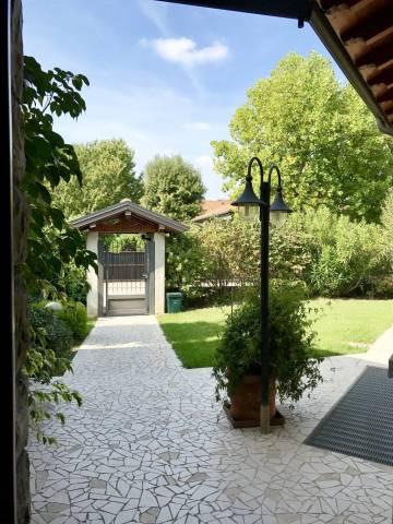 Villa in vendita a Verderio, 6 locali, prezzo € 578.000 | CambioCasa.it