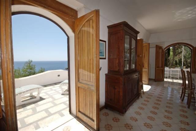 Villa in vendita a Castro, 6 locali, prezzo € 700.000 | CambioCasa.it