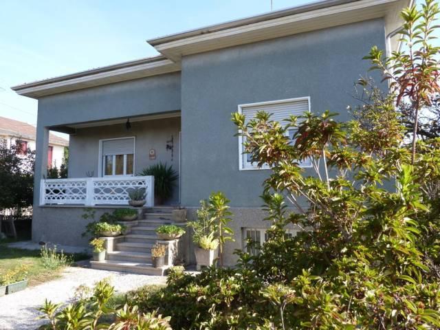 Villa in vendita a Somma Lombardo, 6 locali, prezzo € 275.000   CambioCasa.it