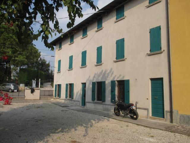 Rustico / Casale in vendita a Monzambano, 6 locali, prezzo € 430.000 | CambioCasa.it