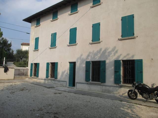 Rustico / Casale in vendita a Sirmione, 6 locali, prezzo € 430.000 | CambioCasa.it