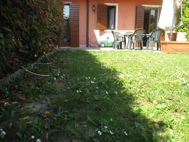 Appartamento in vendita a Castelnuovo del Garda, 4 locali, prezzo € 185.000 | CambioCasa.it