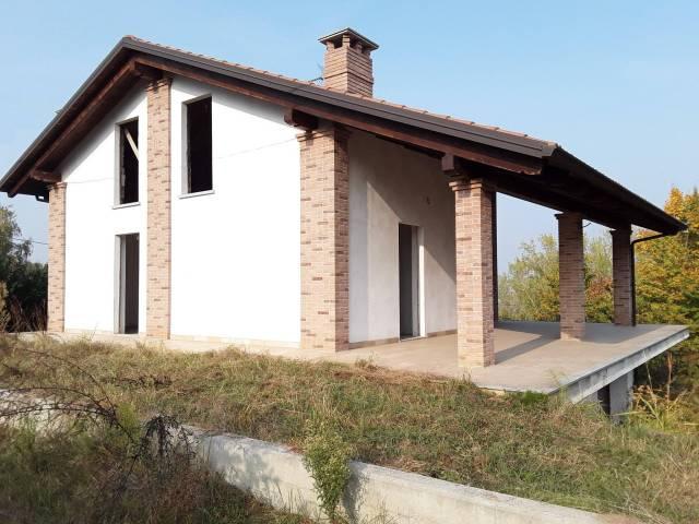 Villa in vendita a Ferrere, 5 locali, prezzo € 130.000 | CambioCasa.it