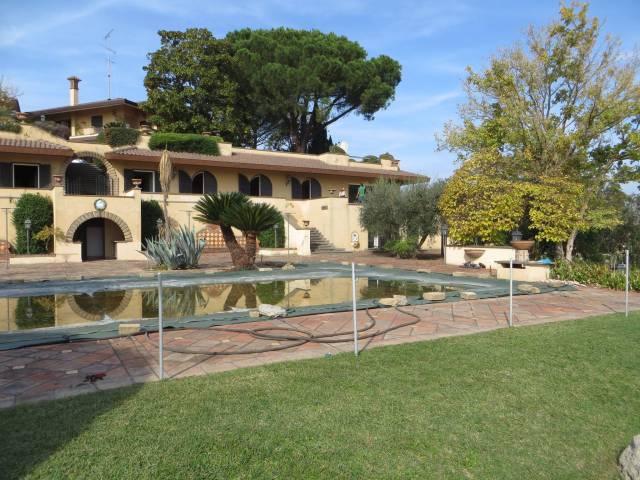 Villa in vendita a Morlupo, 6 locali, prezzo € 800.000   CambioCasa.it