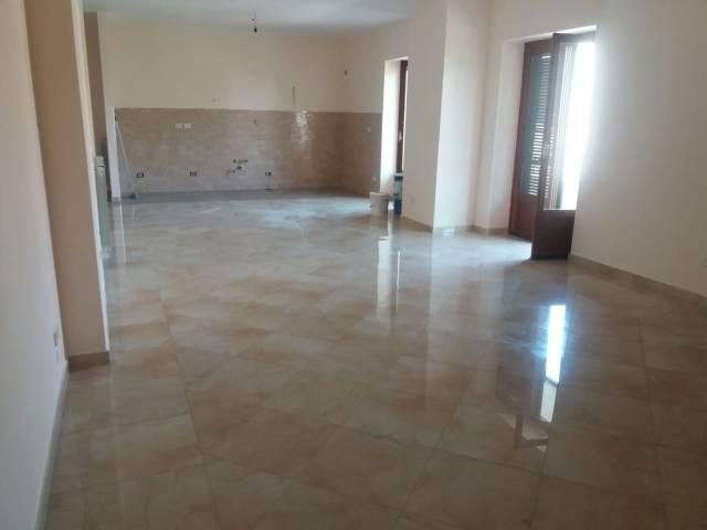 Appartamento in affitto a Succivo, 4 locali, prezzo € 500   CambioCasa.it