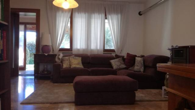 Villa in vendita a Trevignano, 5 locali, prezzo € 185.000   CambioCasa.it