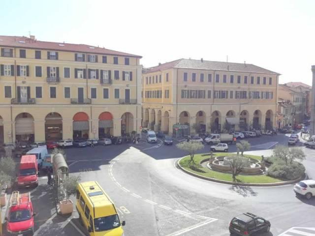 Ufficio / Studio in affitto a Imperia, 6 locali, prezzo € 1.000   CambioCasa.it