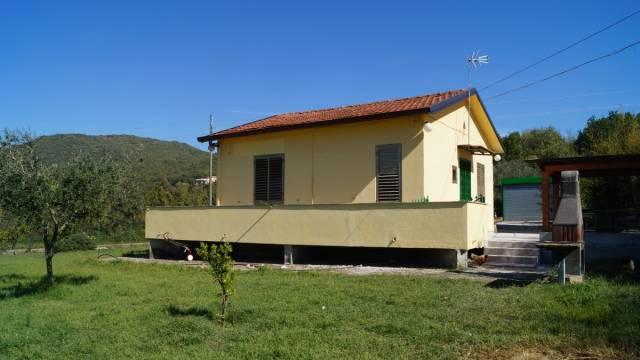 Villa in vendita a Caiazzo, 4 locali, prezzo € 125.000 | CambioCasa.it
