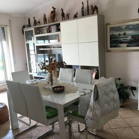 Appartamento in vendita a Montesilvano, 4 locali, prezzo € 160.000 | CambioCasa.it