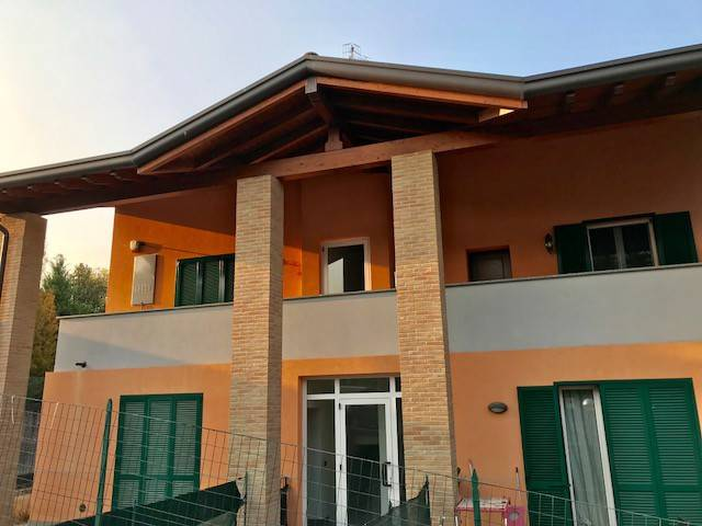 Appartamento in vendita a Faloppio, 2 locali, prezzo € 125.000   CambioCasa.it