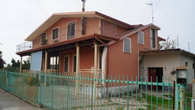 Villa in vendita a Capua, 6 locali, prezzo € 300.000 | CambioCasa.it