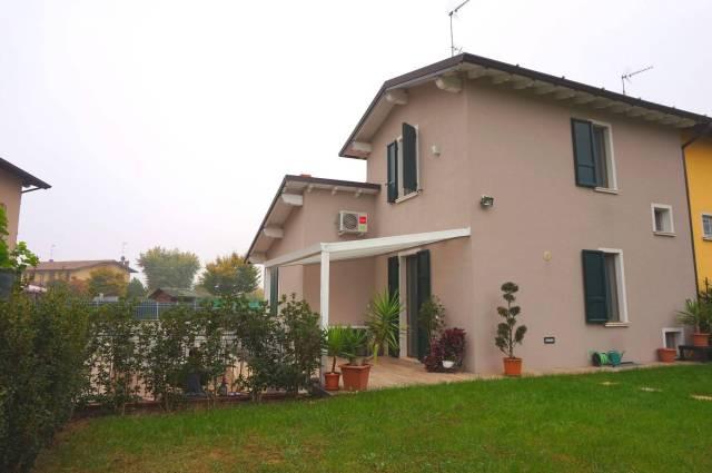 Villa in Vendita a Leno