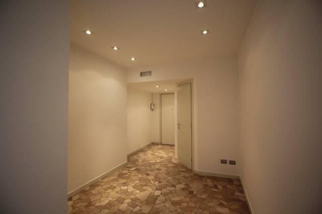 Appartamento in Affitto a Milano 01 Centro storico (Cerchia dei Navigli): 4 locali, 180 mq