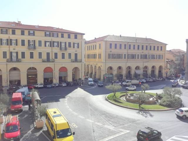 Ufficio / Studio in affitto a Imperia, 6 locali, prezzo € 1.200   CambioCasa.it