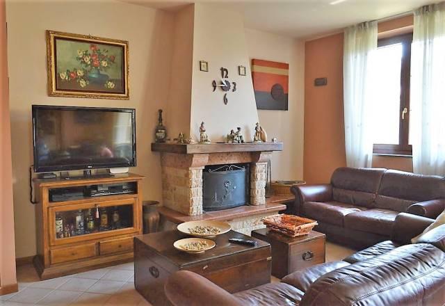 Appartamento in vendita a Busnago, 4 locali, prezzo € 220.000 | CambioCasa.it